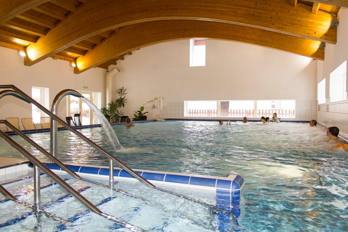 bazenovykomplex_karlova.jpg